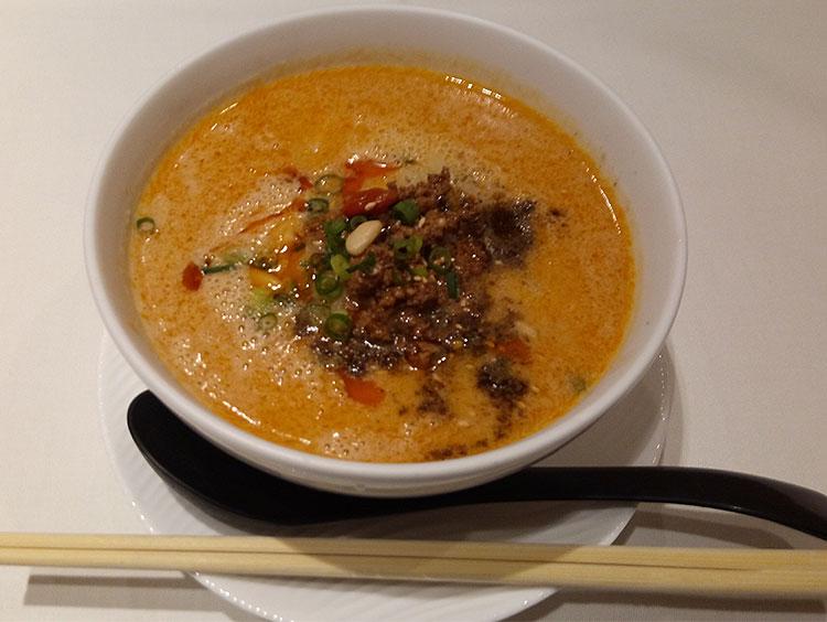 ハーフ担々麺(600円)