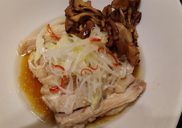 白油鶏(蒸し鶏のネギソース)