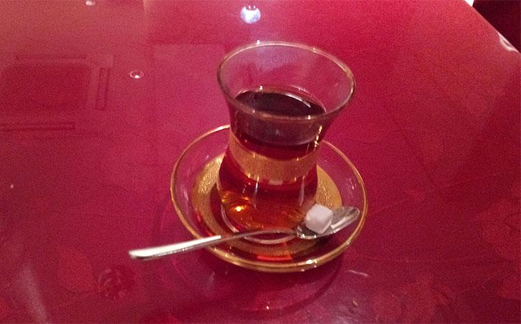 食後に暖かい紅茶