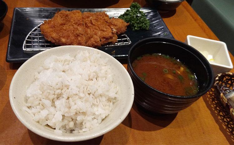 三元麦豚ロースカツ定食[95g](1,080円)