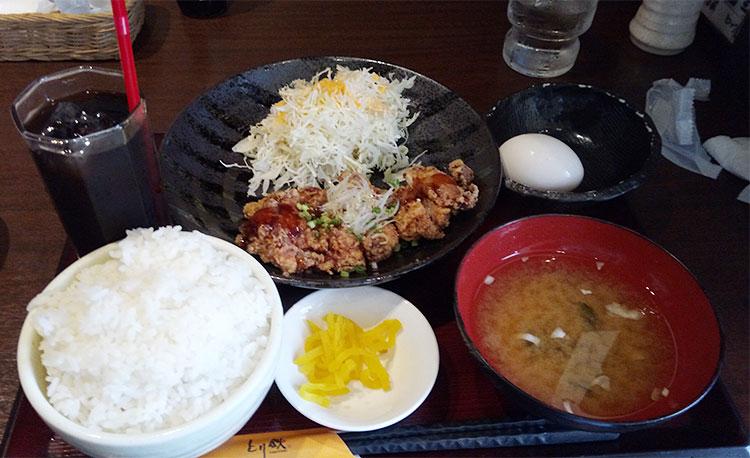 鶏もも肉の山賊焼き定食(850円)