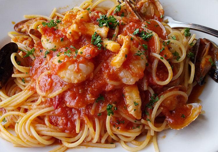 海の幸の漁師風 トマトソース