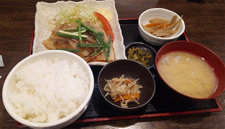 厚切り!黒豚バラ肉の生姜焼き(900円)