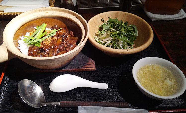 牛筋と大根の四川風土鍋ご飯(890円)