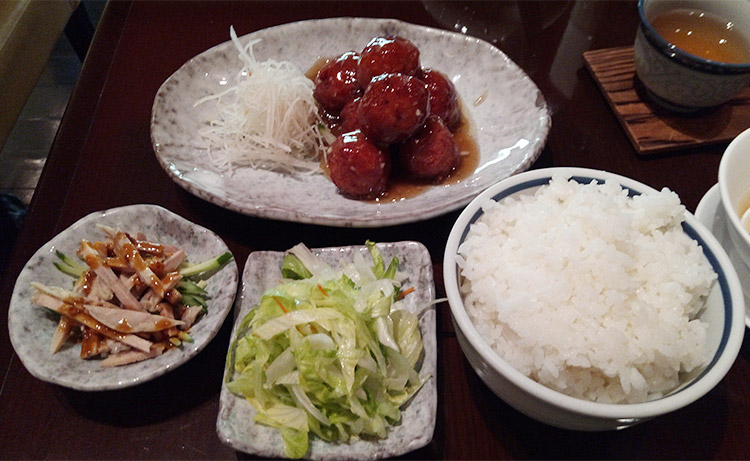 糖醋丸子(豚ヒキ肉の揚げ団子 甘酢がけ)