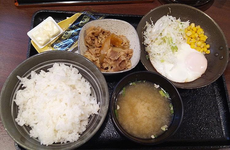 ハムエッグ定食[牛小鉢付き](490円)