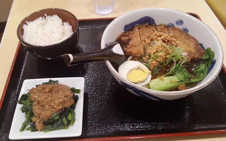 とんロース麺セット(820円)