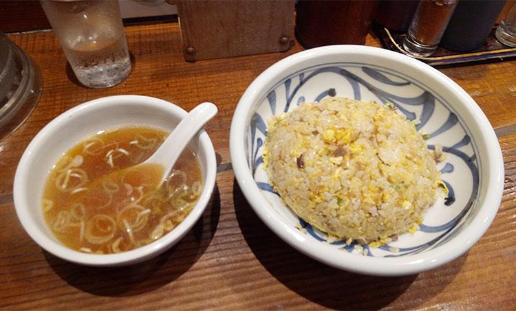 炒飯[中盛](650円)