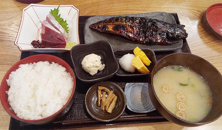 大和屋半蔵定食(1,512円)