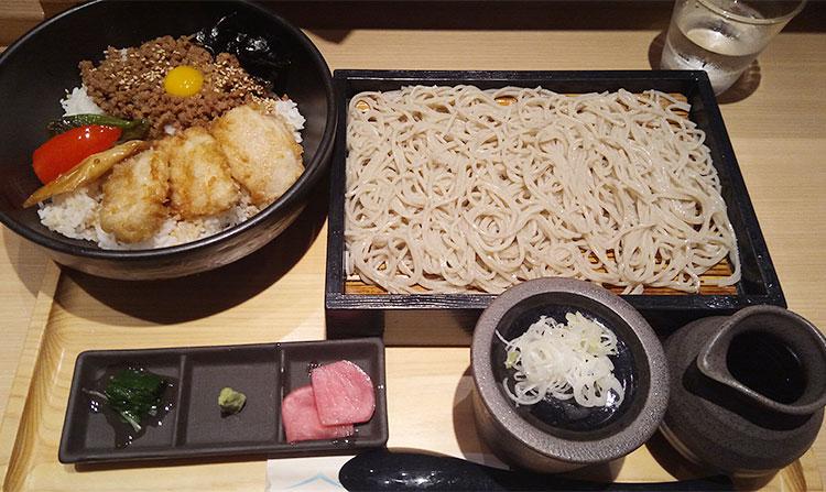 鴨そぼろ丼セット(830円)