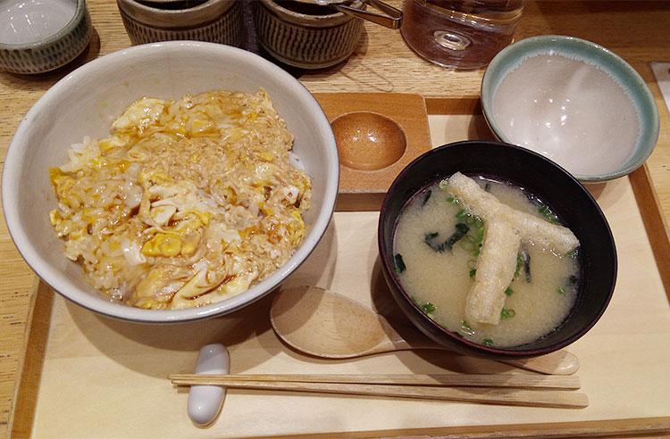 「たまご丼(580円)」「大盛り(50円)」「味噌汁(150円)」