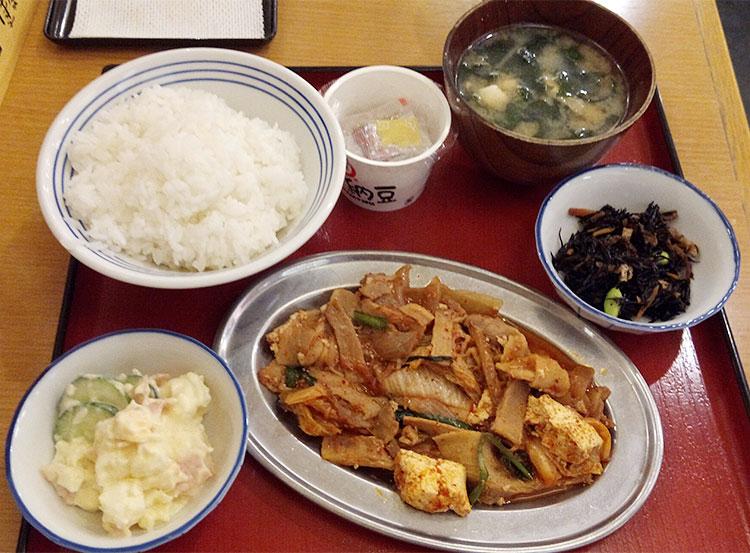 選べる四品定食(842円)