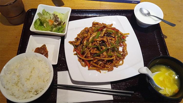 魚香肉絲[ユーシャンロースー](850円)
