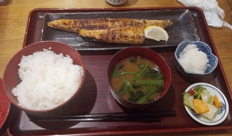 サーモンのハラス干し定食(800円)