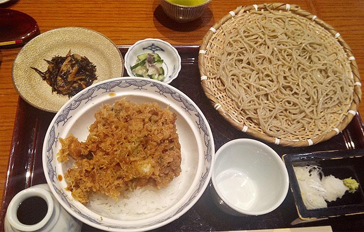天丼膳(1,570円)