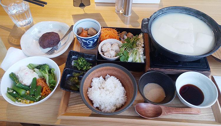 温泉湯豆腐定食(1,500円)