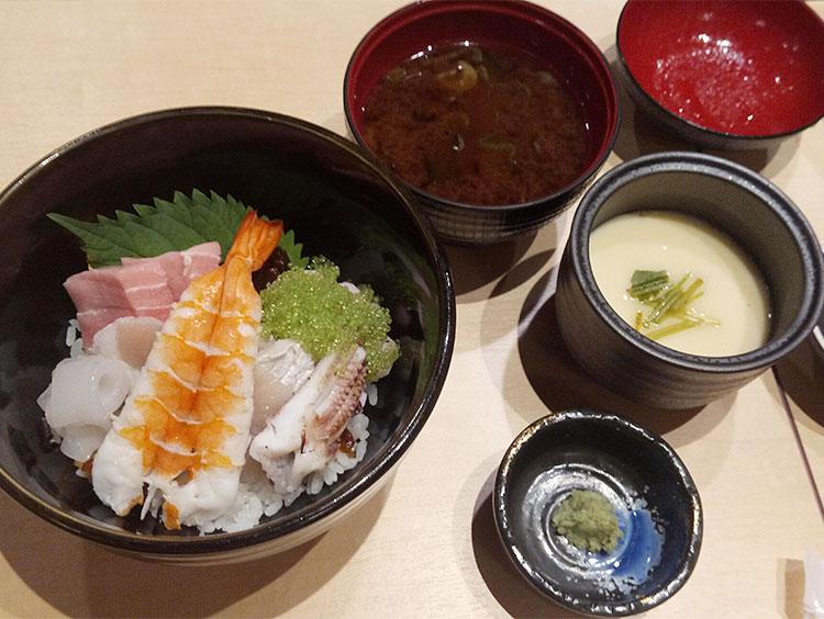 海鮮丼・茶碗蒸し・お味噌汁
