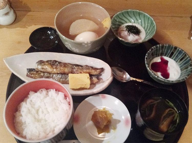 さんまの一夜干し山かけ丼(1,000円)