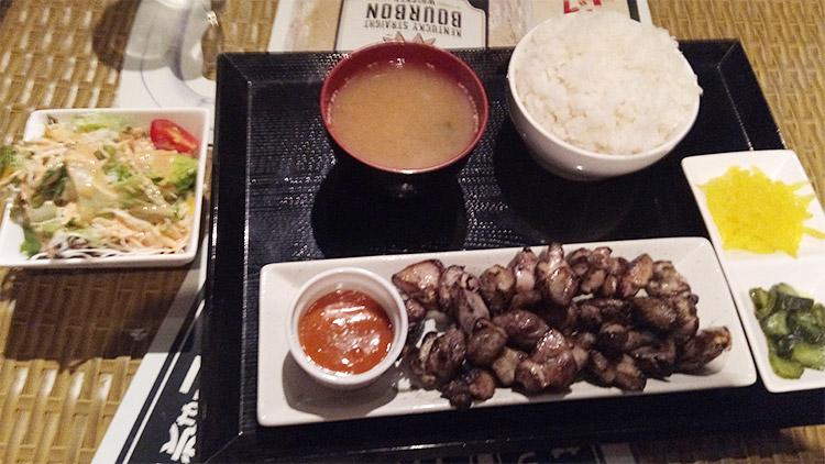 宮崎炭火焼鳥定食(750円)