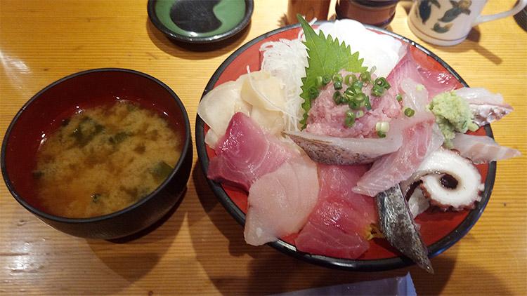 能登の地魚たっぷり徳盛丼(1,080円)