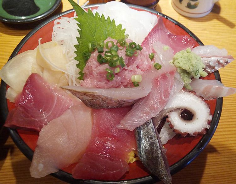 能登の地魚たっぷり徳盛丼