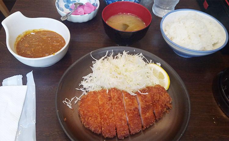 「ロースかつ定食[松](890円)」と「ちょいカレー(210円)」