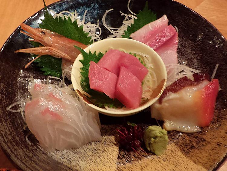 お刺身定食(1,050円)