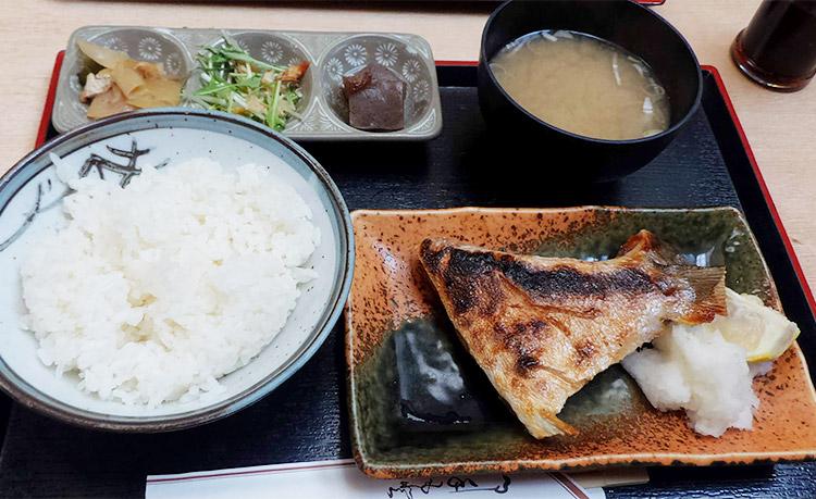 ブリカマ塩焼き定食(750円)