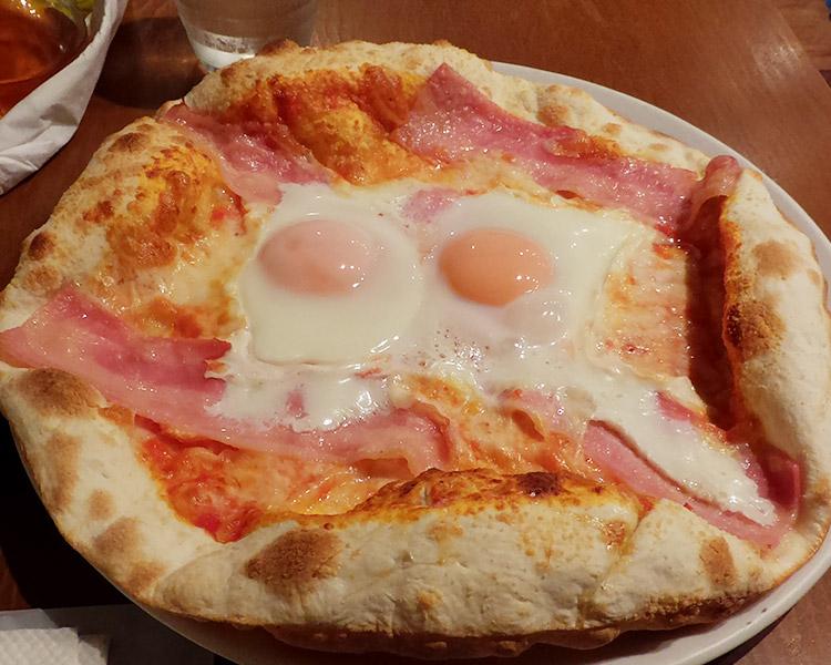「ピッツェリア ギタロー(Pizzeria Gitaro)」で「ビスマルク風ピッツァ[ピザ](1,140円)」のランチ
