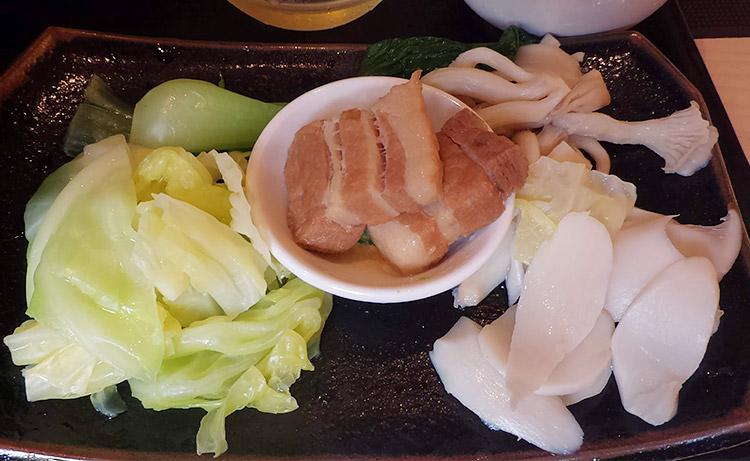 「天香回味 赤坂別館(てんしゃんふぇいうぇい)」で「薬膳湯つけ麺セット[辛口](1,260円)」のランチ