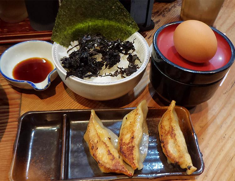 餃子[3ヶ]&のり卵かけご飯(220円)