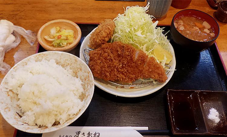 「ロースかつ定食(1,180円)」と「一口メンチカツ(320円)」