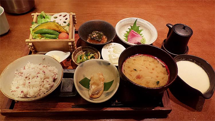 一汁五菜膳(1,600円)