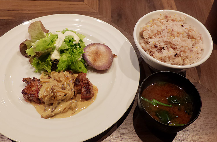 北海道産あか牛のステーキ(1,080円)