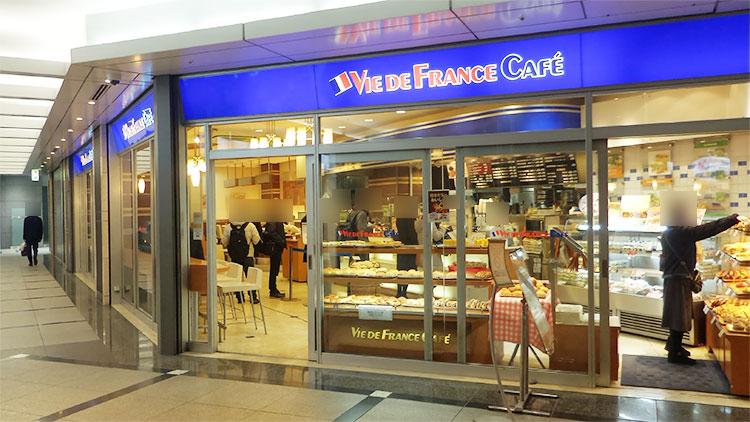 「ヴィドフランス カフェ 溜池山王店」で「モーニングセット(390円)」と「コールスローサラダ(50円)」