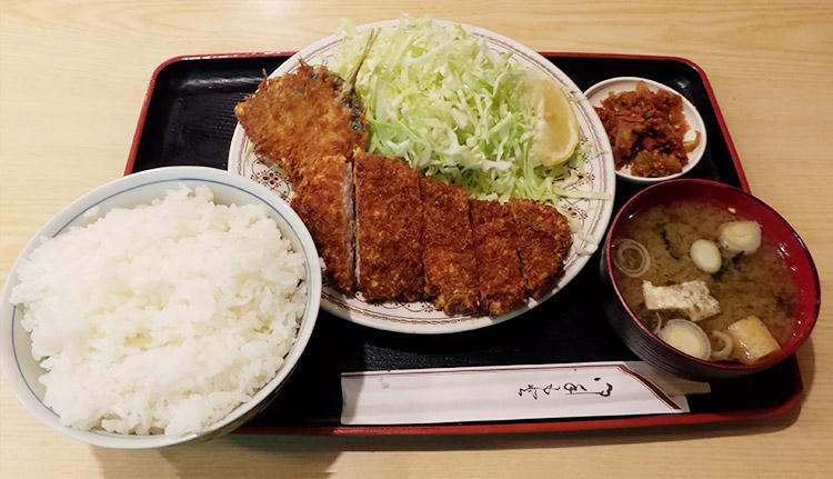 とんかつ定食(800円)