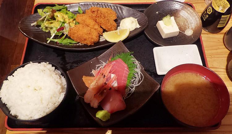 カキフライと刺身五種定食(1,000円)