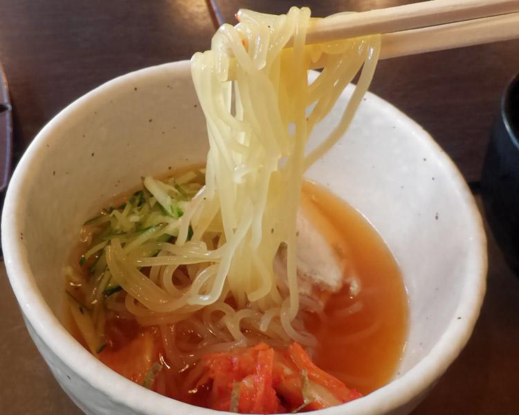 「ほっと屋 赤坂店」で「もつ煮定食(880円)」のランチ