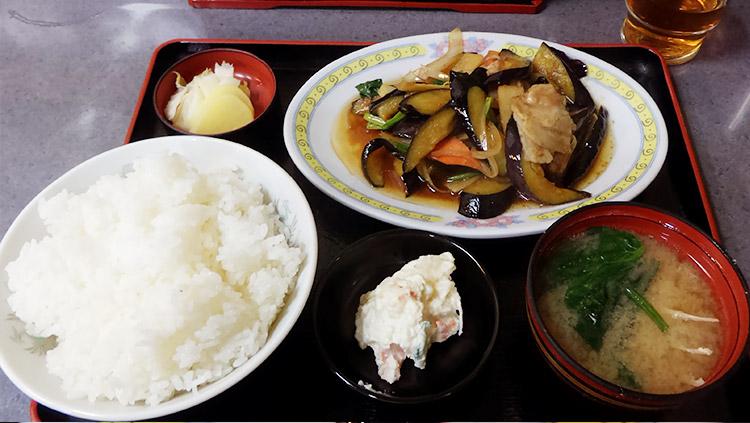 「肉の茄子と生姜焼き(830円)」「ご飯大盛り(100円)」