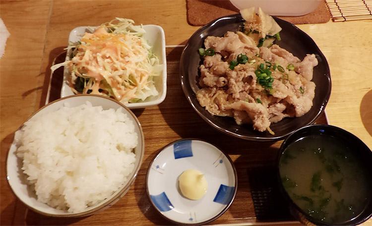 豚の生姜焼き定食(800円)
