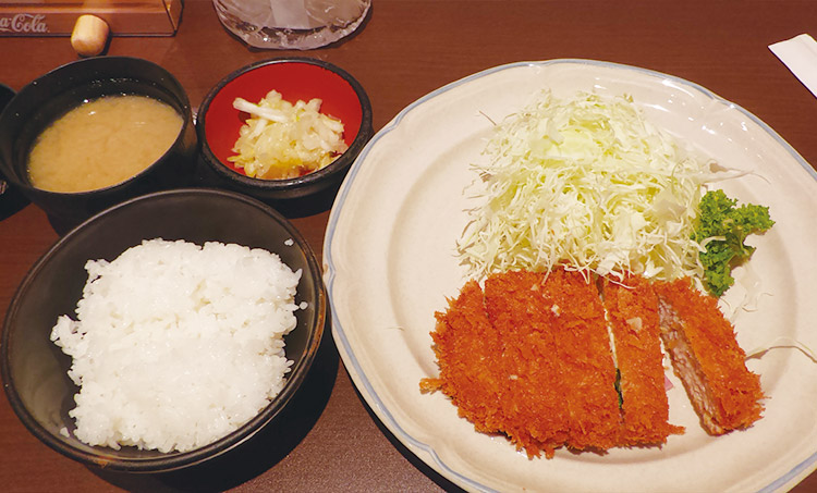 チーズ入りメンチかつ定食(1,000円)