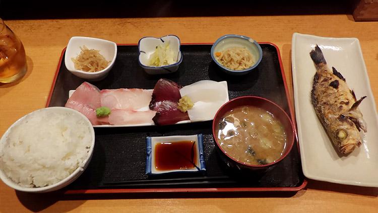 お刺身と焼魚のセット(1,500円)