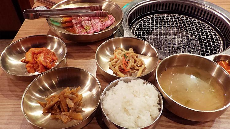 和牛カルビ定食(980円)