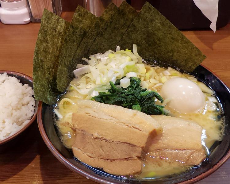 一刀盛り 豚骨醤油ラーメン(980円)