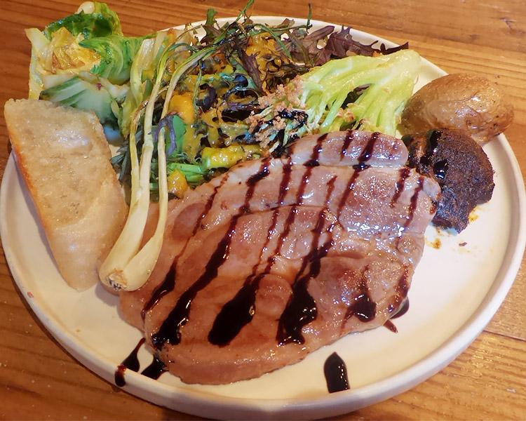 厚切り豚のグリル × 野菜ビュフェ(1,600円)