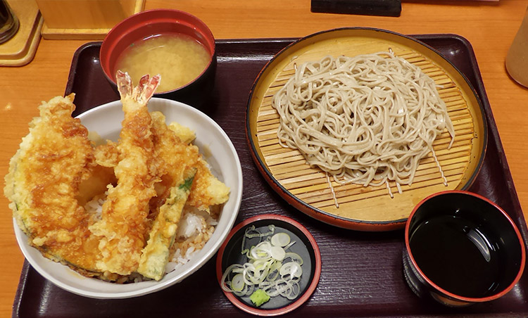 天丼 & そば1人前(890円)