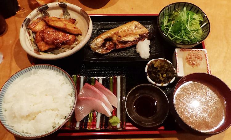 若鶏ステーキとサバ炭火焼(950円)
