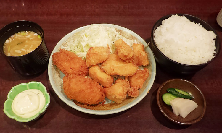 テンカラハーフ&かにクリームコロッケ定食(980円)