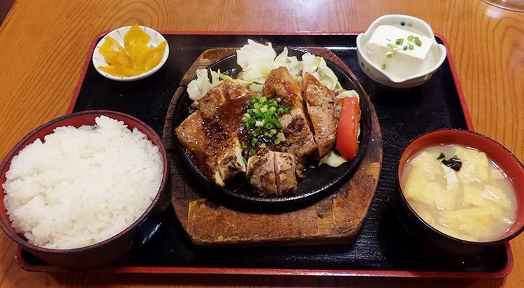 チキンステーキ定食(780円)