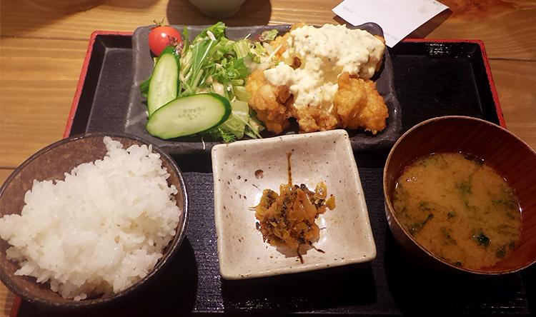 若鶏のチキン南蛮定食(880円)